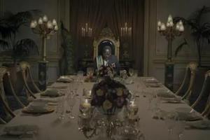 Εορταστικό τραπέζι για… δικτάτορες