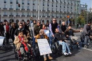 Πορεία αγανάκτησης από άτομα με αναπηρία
