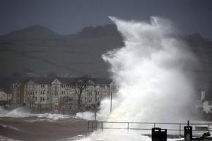 Σφοδρά καιρικά φαινόμενα πλήττουν τη Μεγάλη Βρετανία
