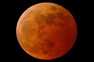Θα κοκκινίσει η Σελήνη σήμερα...