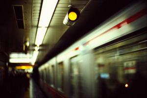 Χειρόφρενο σε μετρό, ηλεκτρικό, τραμ την Πέμπτη