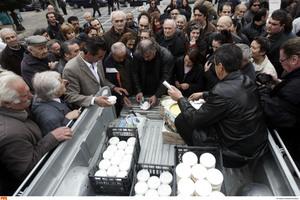 Διανομή γαλακτοκομικών από κτηνοτρόφους στη Θεσσαλονίκη