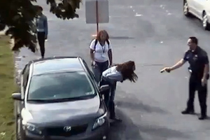 Αστυνομικός έκανε ηλεκτροσόκ σε 14χρονη!