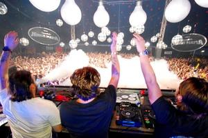 Οι Swedish House Mafia σε ζωντανή σύνδεση με την Ελλάδα