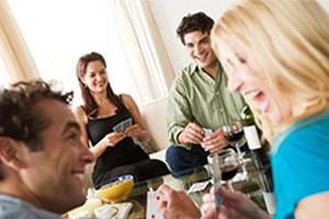 Η επαφή με φίλους είναι πιο ευεργετική από αυτή με συγγενείς