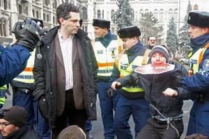 Στους δρόμους της Βουδαπέστης εκ νέου χιλιάδες Ούγγροι κατά του πρωθυπουργού Βίκτορ Όρμπαν
