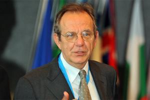 «Η Ιταλία εργάζεται προς μια αποδεκτή λύση»