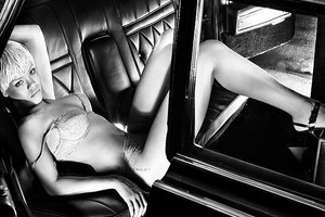 H Rihanna έκανε τη πιο σέξι διαφήμιση του 2011