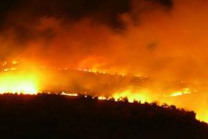 Ολονύχτια μάχη με τις φλόγες σε Αχαΐα και Χανιά