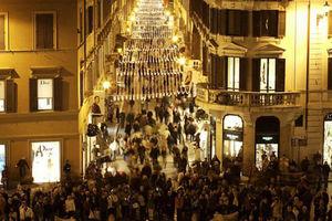 Ανοικτά όλο το 24ωρο τα καταστήματα στην Ιταλία