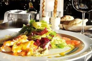 Σαλάτα με αποξηραμένα φρούτα