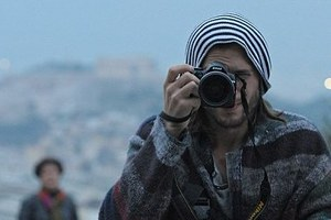 Ο Ashton Kutcher… με θέα την Ακρόπολη