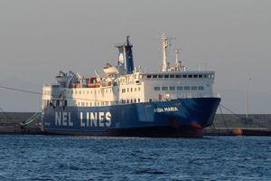 Δένει τα πλοία της από αύριο η ΝΕΛ