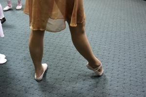 Μία μακριά φούστα «φουντώνει» τη Γαλλία