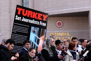 Αυξήθηκε ο αριθμός των φυλακισμένων δημοσιογράφων