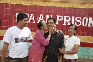 Απελευθερώνονται πολιτικοί κρατούμενοι στη Μιανμάρ