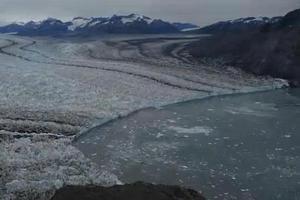 Εντυπωσιακό βίντεο από το λιώσιμο των πάγων στην Αλάσκα
