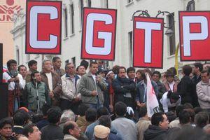 Τα συνδικάτα «απειλούν» τον Ολάντ με κινητοποιήσεις
