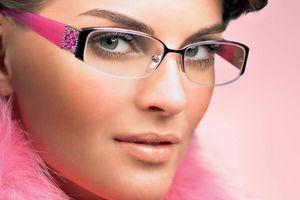 Όμορφες με γυαλιά οράσεως