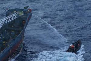 Εμβολισμό σκάφους της από ιαπωνικό φαλαινοθηρικό καταγγέλει η Sea Shepherd