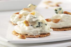 Μπρουσκέτες με τυρί κρέμα και δαμάσκηνα