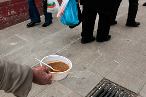 Χιλιάδες στη λίστα αναμονής για ένα πιάτο φαΐ στη Θεσσαλονίκη