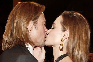 Pitt και Jolie αναδεικνύουν τον έρωτα τους