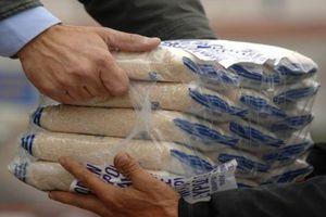 Διανομή τροφίμων σε αδύναμες οικονομικά οικογένειες στον Πειραιά