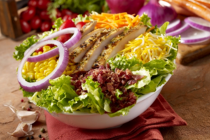 Σαλάτα με λαχανικά και καλαμπόκι