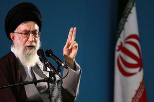 Ο Χαμενέι προειδοποιεί τις ΗΠΑ για πιθανή επεμβαση στη Συρία