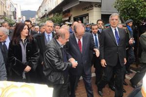 «Αλεύρωσαν» πολιτικούς στην Καλαμάτα