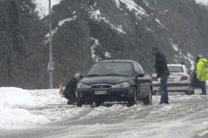 Με αλυσίδες η πρόσβαση στο χιονοδρομικό κέντρο Βόρρας