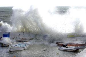 Στη Σύρο επιστρέφει το πλοίο «Μύκονος» λόγω της κακοκαιρίας
