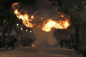 Μολότοφ-κόμπρα το νέο όπλο των αντιεξουσιαστών