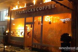 Καίγεται κατάστημα στην Κοραή
