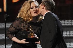 «Έσκισε» στα Grammy η Adele!