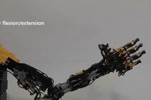 Ρομποτικό προσθετικό χέρι από... Lego