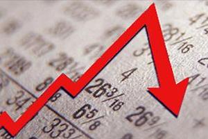 Σε ύφεση η οικονομία με «ακτίδα φωτός» για τους επόμενους μήνες