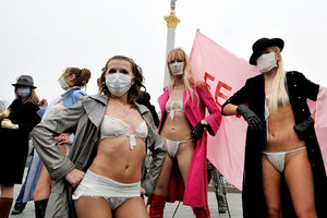 Έτοιμες να γδυθούν και στην Αθήνα οι Femen