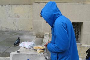 Ζει στην ανέχεια ένας στους τέσσερις Ευρωπαίους