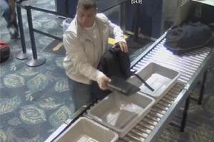 Απίστευτη κλοπή κατέγραψε κάμερα αεροδρομίου