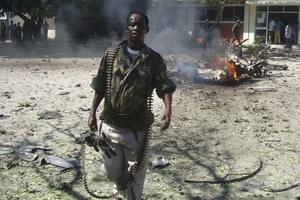 Έντεκα νεκροί στη Σομαλία από έκρηξη βόμβας σε λαϊκή