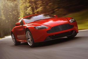 Ο Τζέιμς Μποντ επιστρέφει με μια Aston Martin