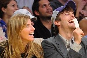Καλοπερνάει ο Ashton Kutcher…