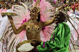 Βραζιλία καρναβάλι όργιο μαύρο έφηβος κορίτσι squirt