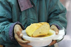 Τριακόσια γεύματα σε άπορους στη Θεσσαλονίκη