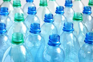 Πόλη των ΗΠΑ απαγορεύει τα πλαστικά μπουκάλια νερού