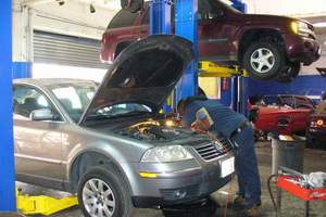 H Kosmocar εκπαιδεύει μηχανικούς αυτοκινήτων