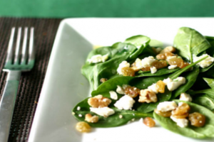 Σαλάτα με σπανάκι και σως μουστάρδας