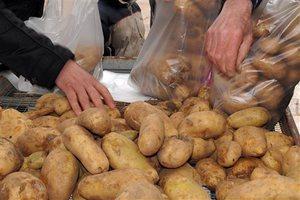 Μοιράζουν ξανά πατάτες στο Ηράκλειο